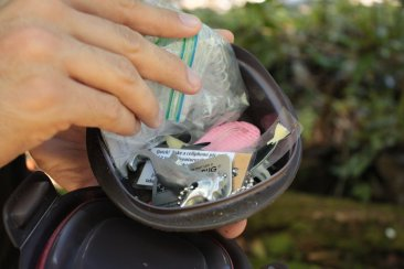 Dropping a travel bug in a geocache
